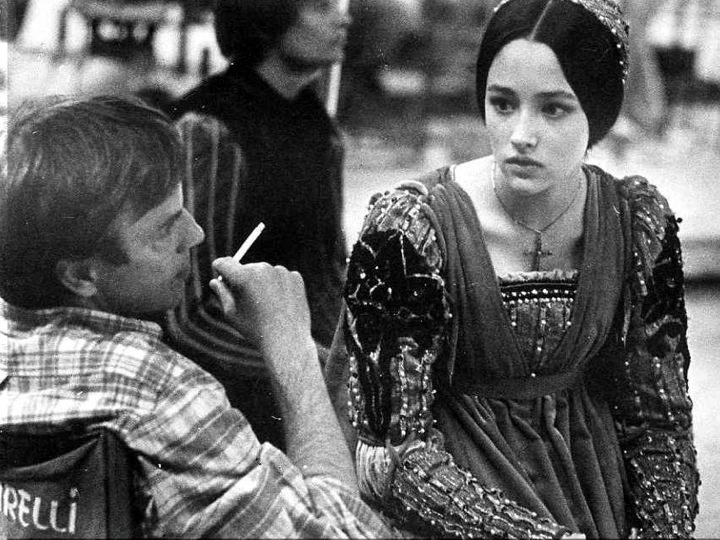 how the roles of women are portrayed in romeo and juliet and jane eyre Frq: jane eyre in the novel jane eyre by charlotte bronte, the protagonist jane eyre deals with conflicts of feeling belonged and loved in society interestingly, this desire comes into conflict with her tremendously unique personality.