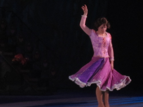 Rapunzel with Short hair in Дисней one ice dare to Dream