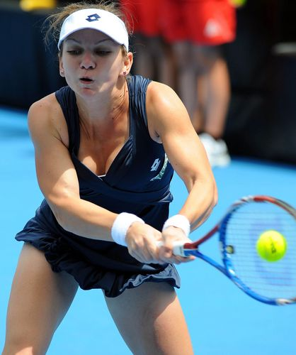 Romanian tenis player Simona Halep: She has the small breast! She let it reduce again?