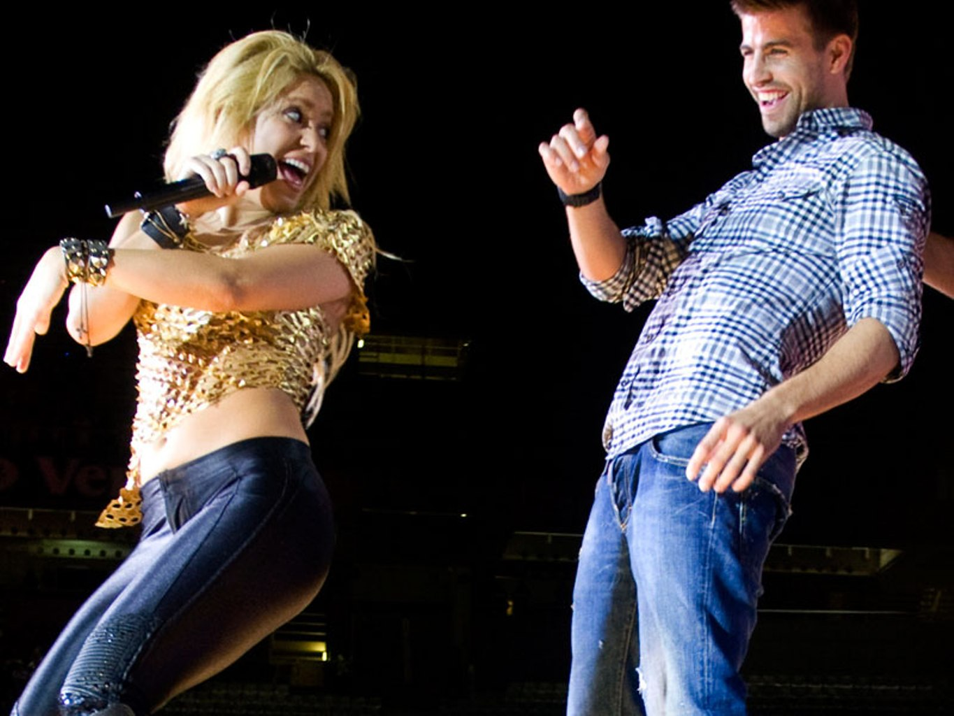Shakira Pique Gerard Photo Pictures To Pin On Pinterest
