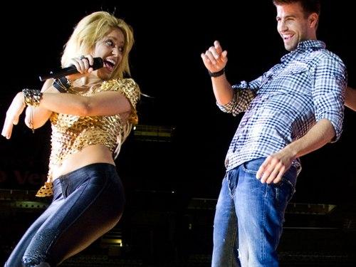 Shakira-balla-con-Pique नितंब, गधा