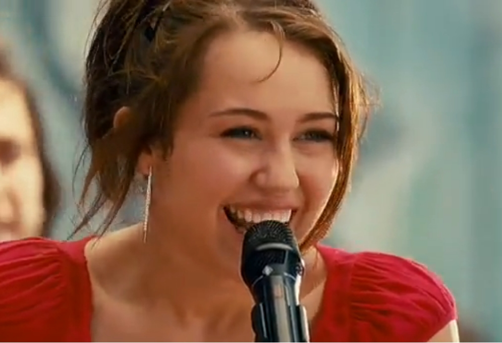 http://images5.fanpop.com/image/photos/25000000/The-Climb-Smiley-Miley-miley-cyrus-25056016-995-680.jpg