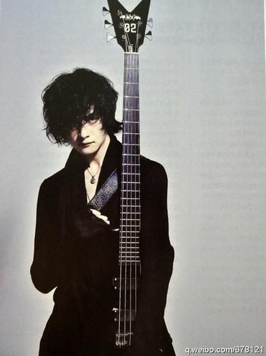 Toshiya On bajo Magazine (September 2011 Issue) Scans