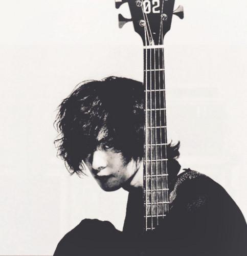 Toshiya on bajo Magazine (September 2011 Issue)