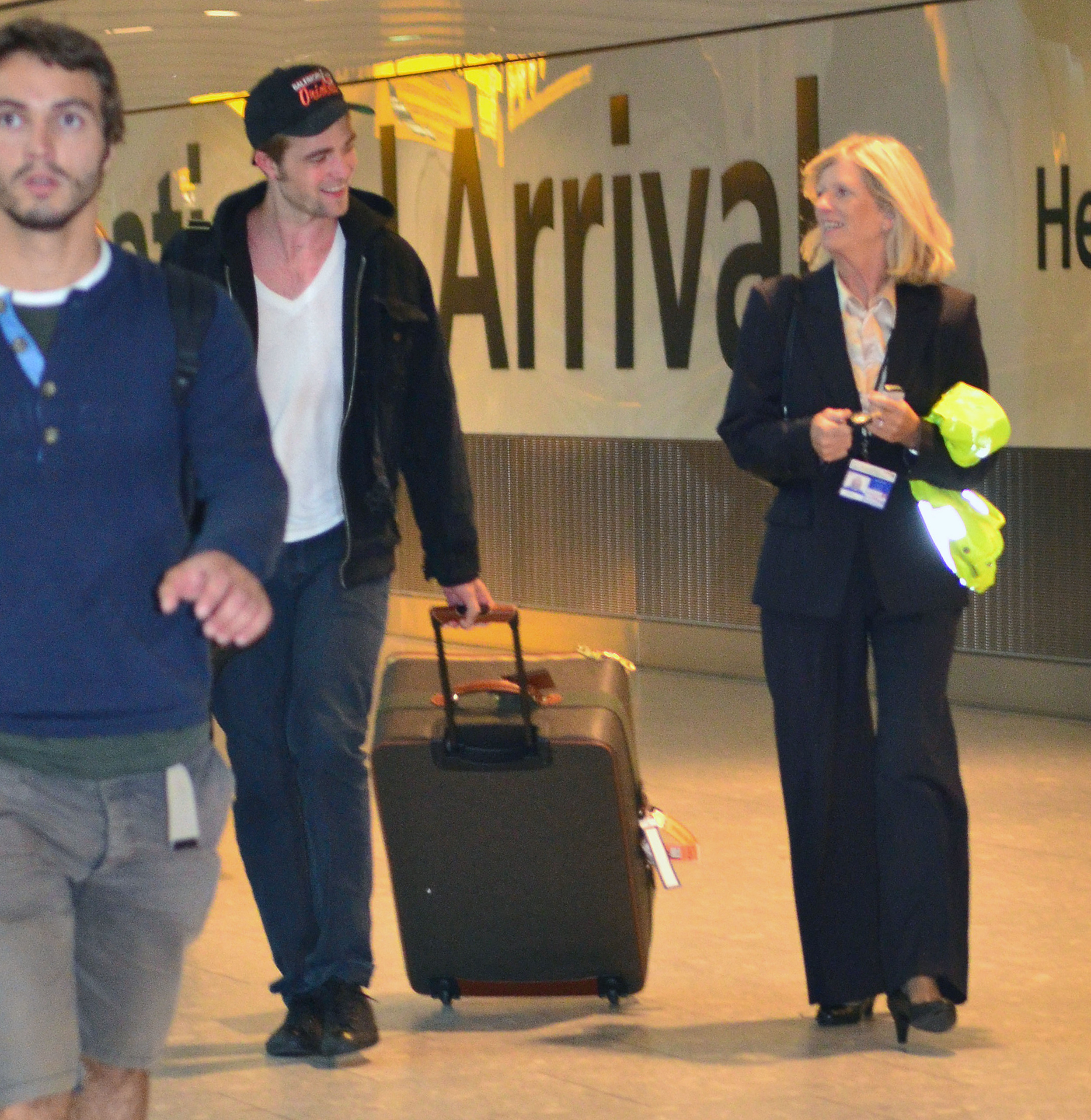Untagged HQ's Of Robert Pattinson Arriving In Heathrow Airport london (Sept 4th)