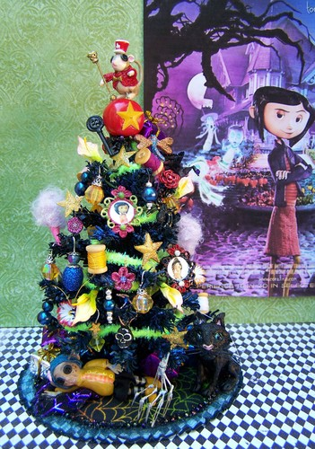 dollhouse miniature Coraline-themed pokok