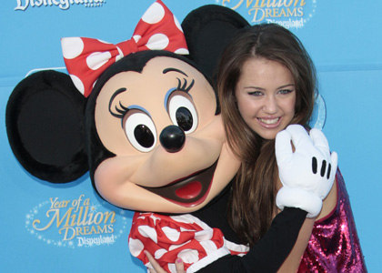 Hannah Montana wallpaper entitled hannah montana with minnie mouse