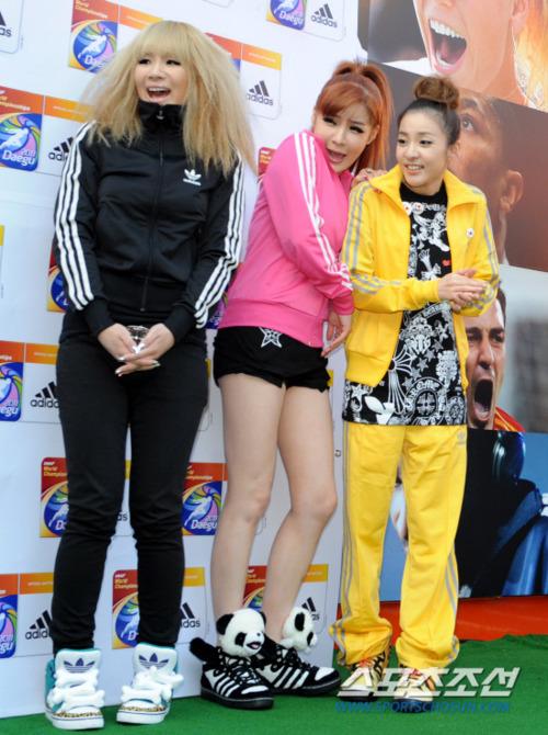 http://images5.fanpop.com/image/photos/25100000/2ne1-2011-2ne1-25167818-500-670.jpg