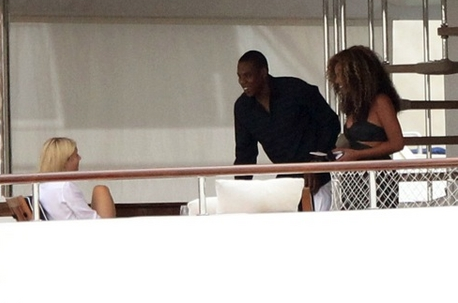 Beyoncé & Jay Z Spotted on Yacht in Venice with Gwyneth Paltrow- 5th Sept