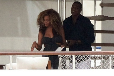 Beyoncé & 제이 지 Spotted on Yacht in Venice with Gwyneth Paltrow- 5th Sept
