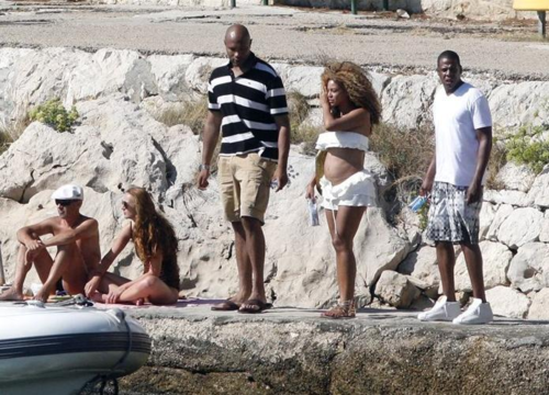 Beyonce wallpaper possibly with a bather entitled Candids: Beyoncé Shows Off Baby Bump in Croatia (September 6th)