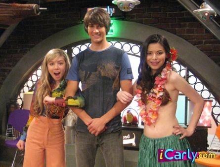 Carly & Sam with Shane