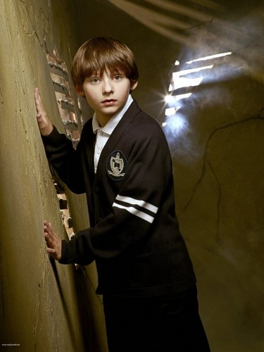Cast - Promotional litrato - Jared Gilmore as Henry sisne