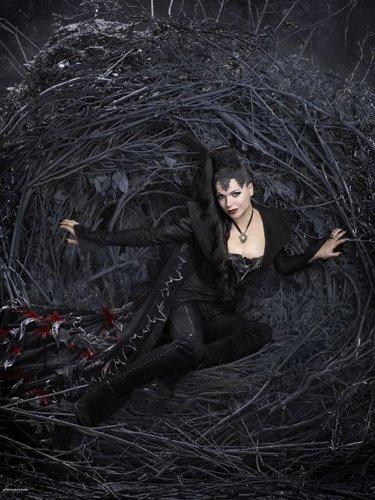 Cast - Promotional चित्र - Lana Parilla as Evil Queen/Regina