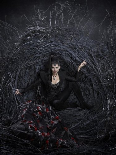 Cast - Promotional litrato - Lana Parilla as Evil Queen/Regina