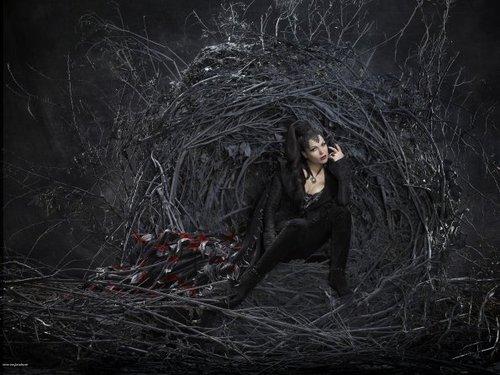 Cast - Promotional фото - Lana Parilla as Evil Queen/Regina
