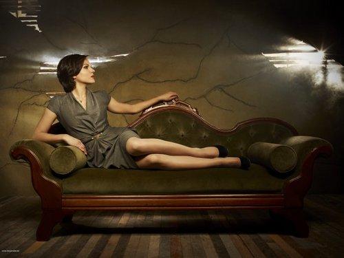 Cast - Promotional litrato - Lana Parilla as Evil Queen/Regina