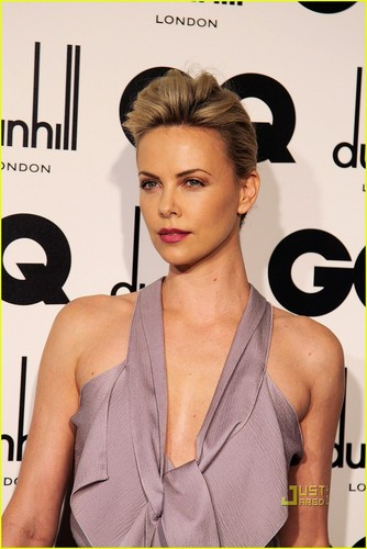 Charlize Theron: GQ Men of the năm Awards