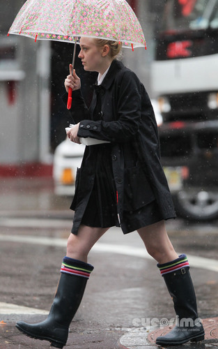 Dakota Fanning grabs some lunch in New York, Sep 6