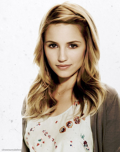 Dianna Agron wallpaper containing a portrait titled Dianna Agron <3