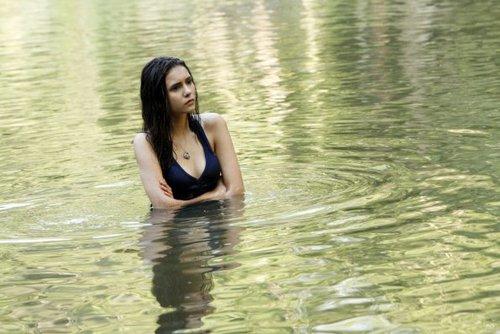 Elena Gilbert in 3x02 'The Hybrid'