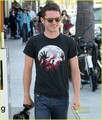 Elijah Wood: Shopping in Venice! - elijah-wood photo