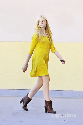 Elle Fanning Обои possibly with a hip boot entitled Elle Fanning spotted out in Studio City, Sep 6