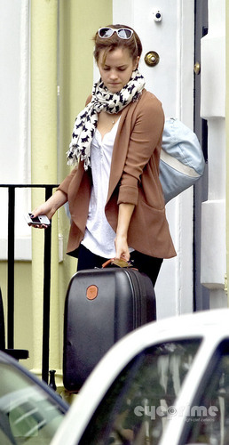 Emma Watson leaves her utama in London, Sep 7