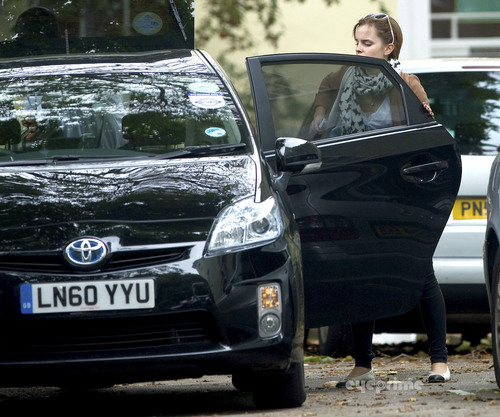 Emma Watson leaves her trang chủ in London, Sep 7