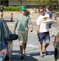 Gerard Butler Picks Up a Pizza - gerard-butler photo