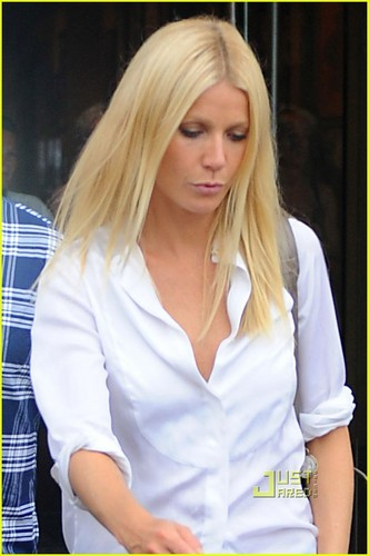 Gwyneth Paltrow: Out and About in Venice