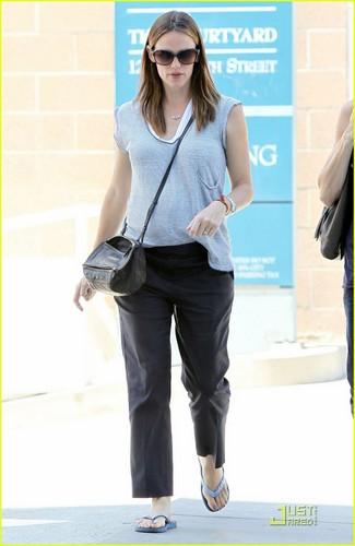 Jennifer Garner: Santa Monica Shopper!