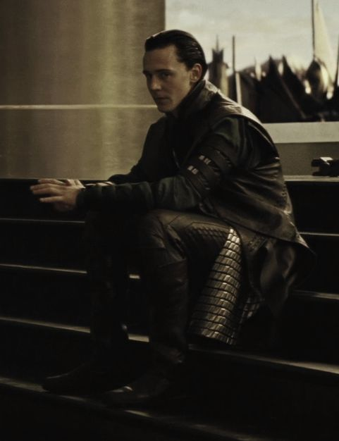 Loki-loki-thor-2011-25151462-481-626.jpg