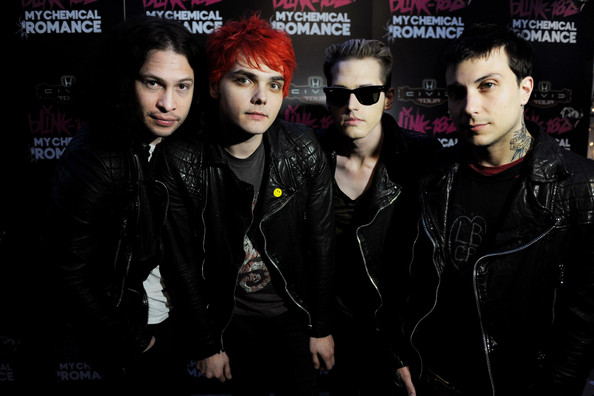 MCR-2011-my-chemical-romance-25136663-59