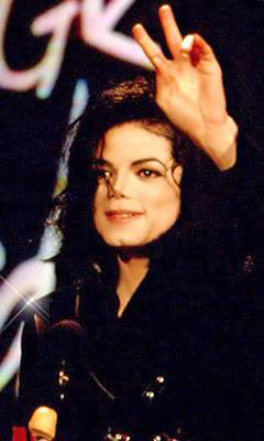 MJ Gives The Peace Sign - Cool! :D