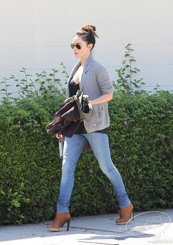 Megan - Runs errands in Los Angeles, CA - September 06, 2011