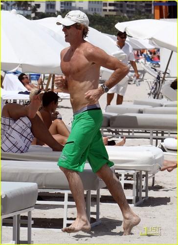 Michael Bay: Shirtless in Miami!