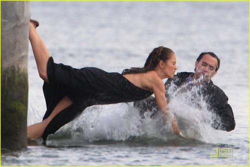 Minka Kelly Makes a Splash!