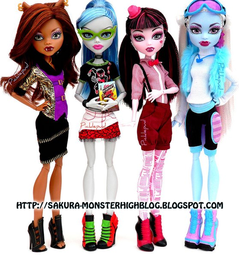 Monster High kertas dinding called Monster High anak patung with new clothes