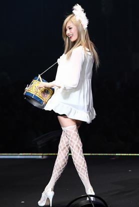 Nana Fashion Zeigen In Tokyo