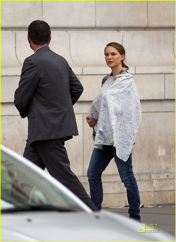 Natalie Portman Takes Baby Aleph to the Museum