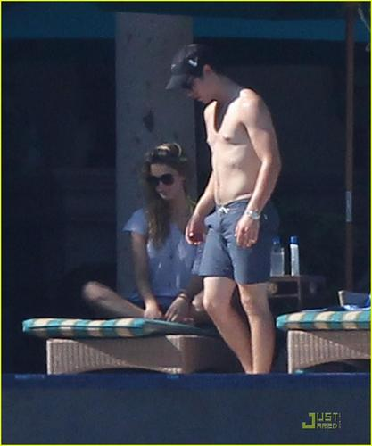 Nick Jonas & Delta Goodrem: Los Cabos Lovebirds (09.05.2011) !!!