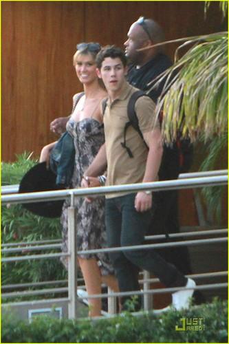 Nick Jonas & Delta Goodrem: Los Cabos for Labor 日 !!!