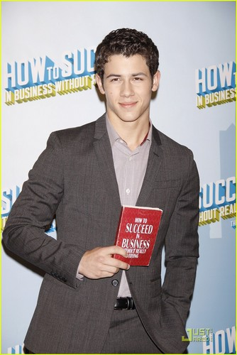 Nick Jonas 'Succeeds' at Sardi's (07.09.2011) !!!