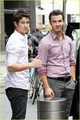 Nick & Kevin Jonas: Smiling Siblings (08.09.2011) !!!