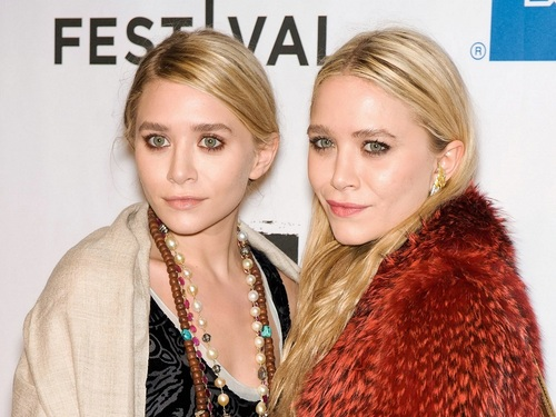 Mary-Kate & Ashley Olsen wallpaper with a fur coat entitled Olsen Wallpaper ღ