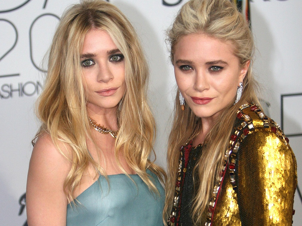 mary kate and ashley olsen dating Mary-kate olsen tied the knot with husband olivier sarkozy, back in 2015  ashley olsen's twin had been dating the half-brother of former.