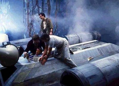 Original-Trilogy-Behind-the-scene-star-wars-25176047-500-364.jpg