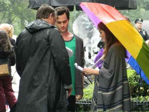 Penn and Leighton on set