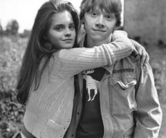 Ron and Hermione in Black&White